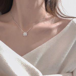 NEW 925 Silver Snowflake Necklace